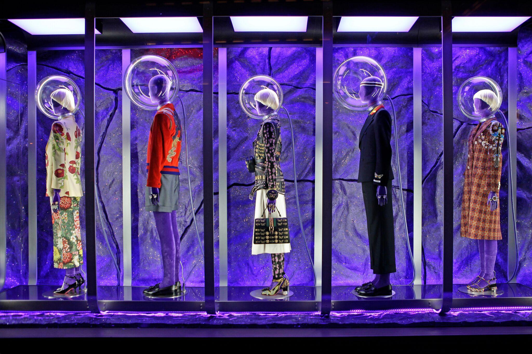 Join our 5-Star Rated Fashion Window Walking Tour – WindowsWear